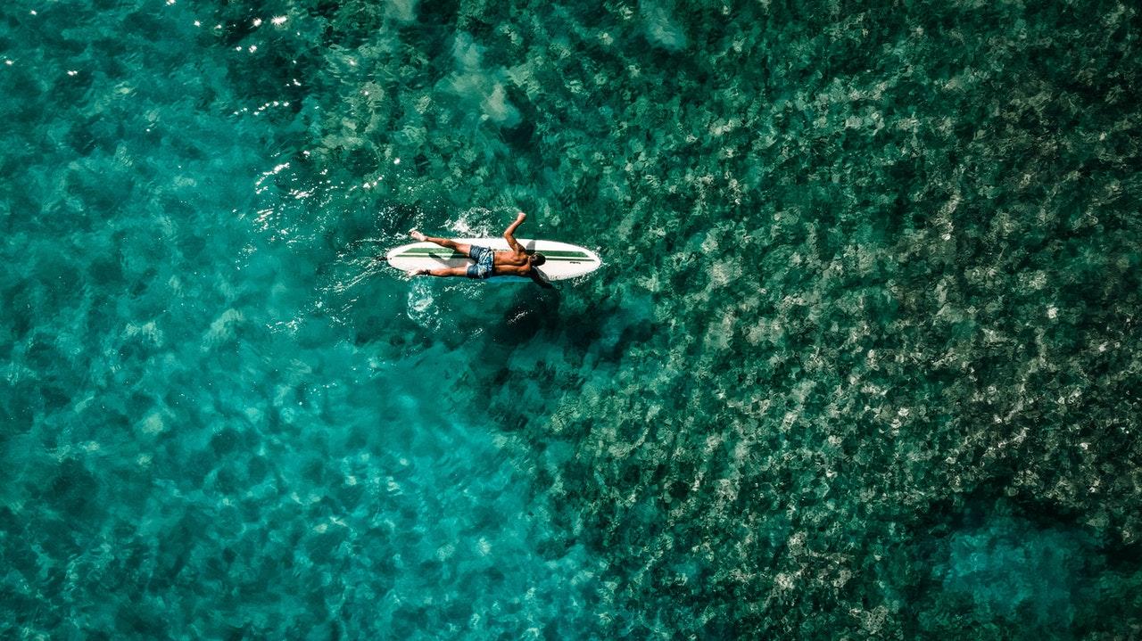 Trouver un agent de voyage comme partenaire en communication